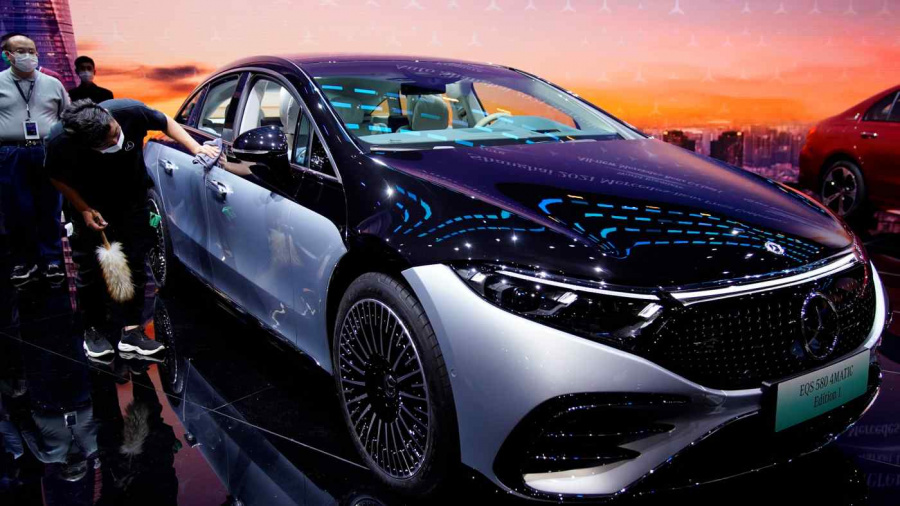 Daimler aims to be ready for all-electric car market by 2030