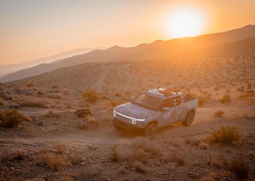 rivian builds the first customer r1t electric pickup