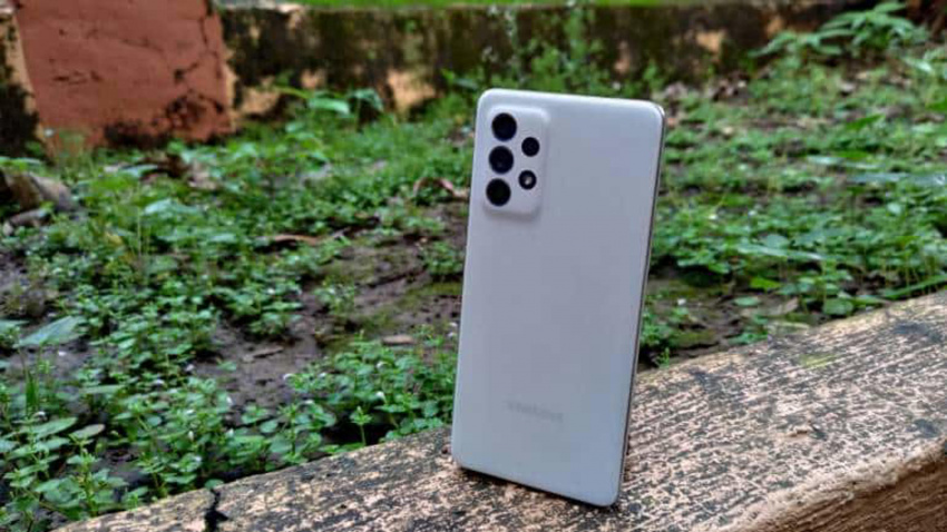samsung galaxy a52s 5g review: a mid-range phone that feels like a flagship killer on the inside