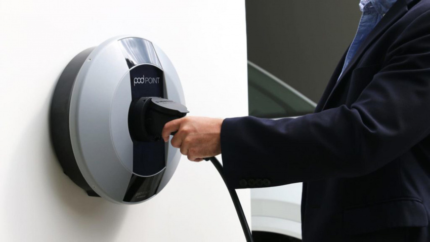 nissan offers all-in-one finance deal for electric cars